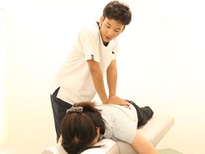 垂水坂口鍼灸整骨院猫背施術の写真2
